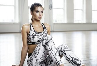 top runnning outfit black and white leggings sports bra nike sporty veins bra grey printed leggings marble workout workout leggings