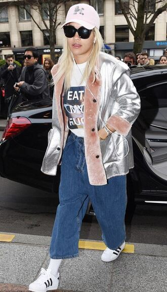 jacket fur fur jacket metallic silver rita ora fashion week streetstyle denim sneakers t-shirt celebrity style fashion week 2016 graphic tee pink hat cropped jeans pocket jacket fur collar jacket