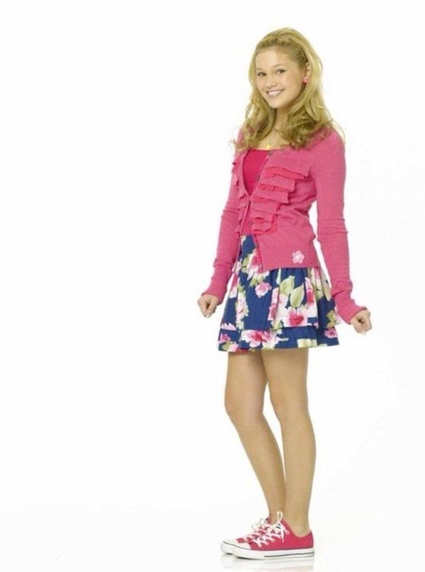 skirt kim crawford olivia holt blue flowers sweater pink girly pretty in pink blonde hair pink converse Disney XD Disney Channel