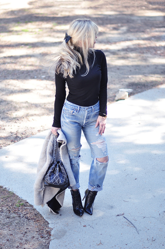 love maegan blogger black boots mom jeans ripped jeans