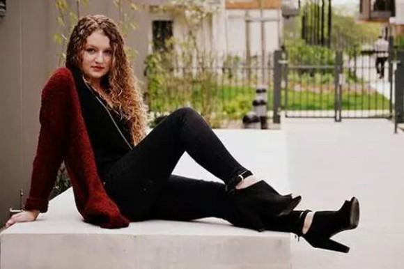 shoes low boots noir cardigan rouge jacket