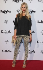 pants,poppy delevigne,camouflage,jeans,sweater,cut-out,blogger,gold,shoes