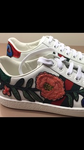 shoes,sneakers,embroidered,low top sneakers,gucci shoes,gucci