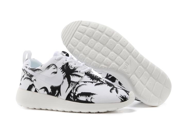 Nike wmns roshe run shoes tree white black
