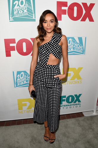 pants top ashley madekwe sandals comic con cut-out gingham wavy hair celebrity style one shoulder asymmetrical cropped
