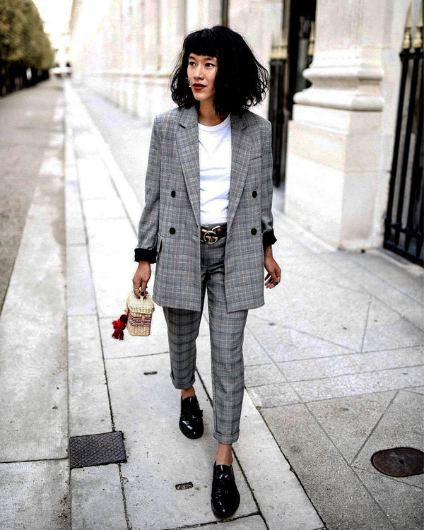 pants grey pants tumblr plaid cropped pants blazer grey blazer shoes black shoes top white top bag jacket plaid pants