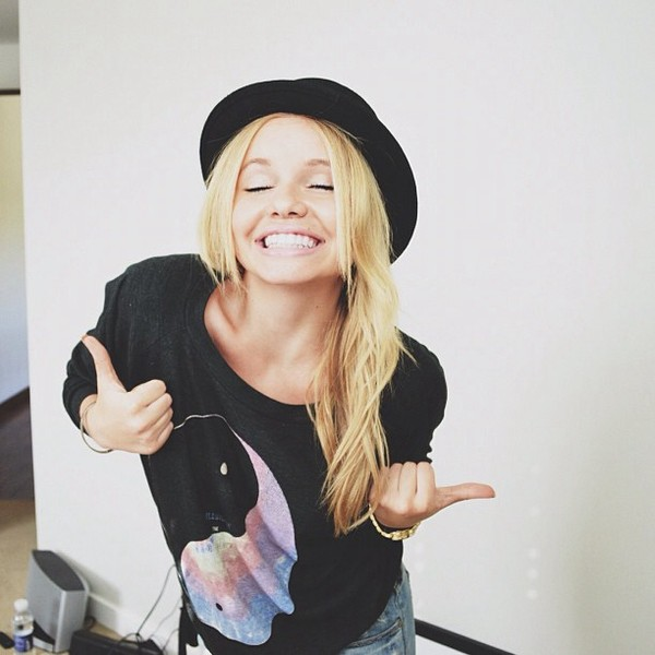 shirt alli simpson blogger fashion blogger yin yang black sweater hat