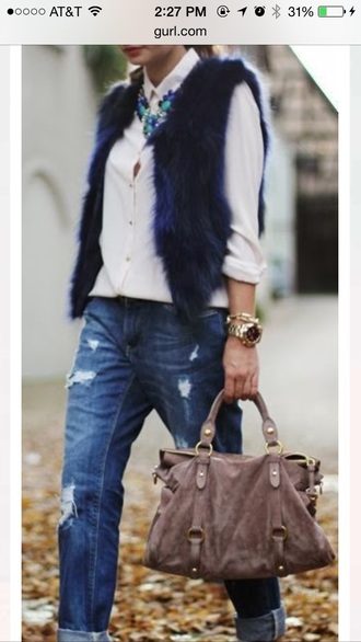 jacket vest blouse jeans faux fur statement necklace boyfriend jeans jewels bag