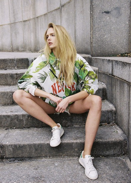 sweat the style blogger tropical palm tree print adidas shoes stan smith sweater shorts shoes