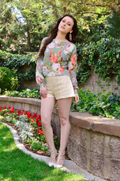 shelly stuckman,top,jewels,shorts,shoes