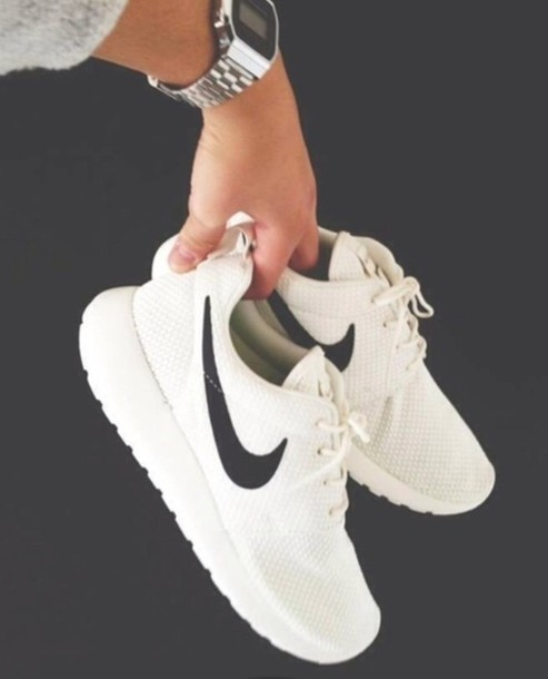 all white nike roshe run