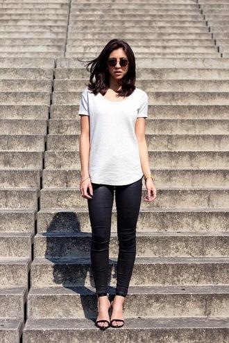 le fashion blogger sunglasses t-shirt pants shoes leggings