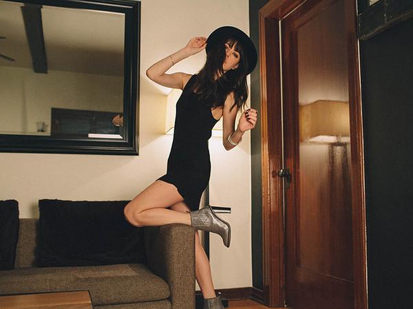 a gogo fashion dress shoes hat jewels