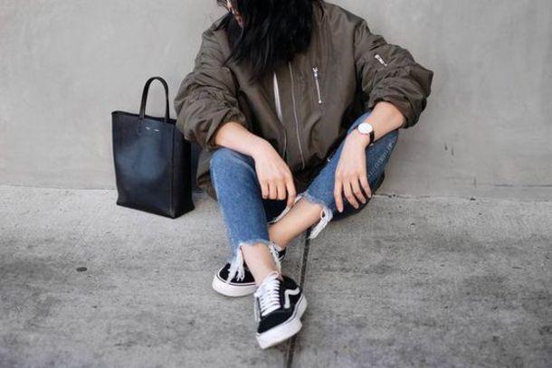 4898039cbd shoes tumblr low top sneakers sneakers black sneakers vans jeans blue jeans  cropped jeans jacket army