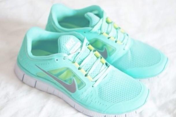 mint green nike free run 5