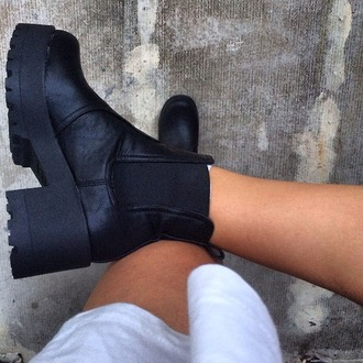 high heels low boots black shoes boots shoes black clack boots chelsea boots heeled chunky chelsea boots high heels style vintage hipster fashion indie 90s style platform shoes