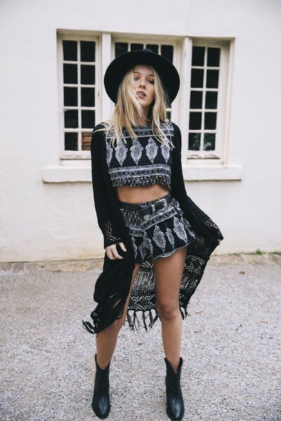 Top outfit tumblr outfit shorts crop tops style fashion - Wheretoget