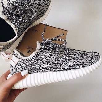 shoes adidas sneakers black and white grey kanye west yeezy cute running shoes running yeezy 350 boost cute shoes black whitw grey shoes black shoes white shoes adidas shoes yezzy grey sneakers low top sneakers