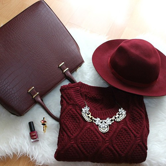 outfit sweater granate hat jewels burgundy necklace statement necklace vintage retro jewelry bag