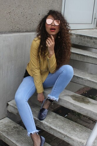 from hats to heels blogger jacket jeans socks shoes