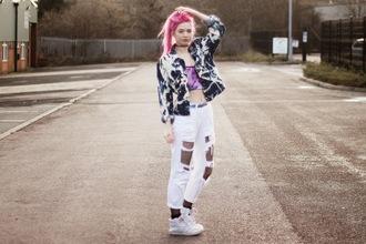 kayla hadlington blogger ripped jeans white jeans tie dye