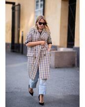 coat,pumps,checkered,sunglasses,jeans,black top