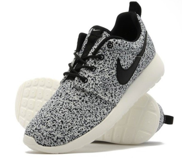 new products ab8c0 647ef nike roshe run women black and white