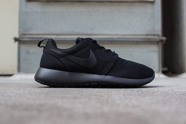 shoes black all black everything nike nike roshe run sneakers sportswear  sporty running running shoes run