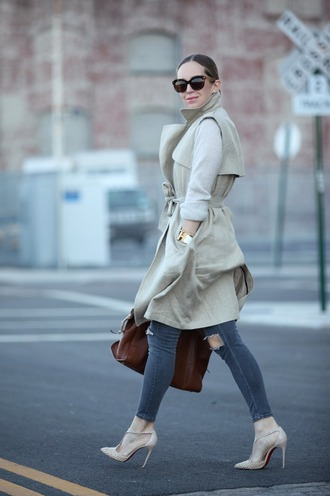 brooklyn blonde blogger jeans sleeveless trench coat nude high heels classy