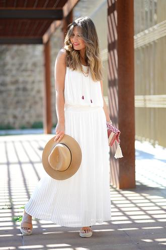 mi aventura con la moda blogger dress t-shirt jewels hat