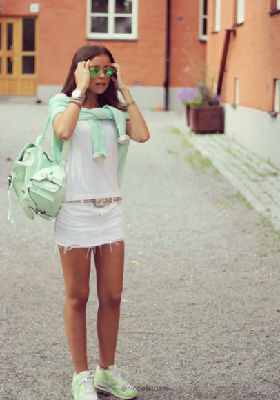 mint sunglasses backpack summer outfits