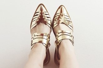 shoes pointed shoe in golden pointed toe pointedshoes metallic shoes gold hipster