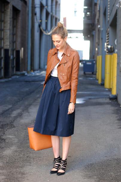 see jane blogger skirt leather jacket navy midi skirt strappy sandals