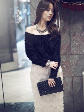 jullianne blogger classy clutch pencil skirt off the shoulder sweater necklace