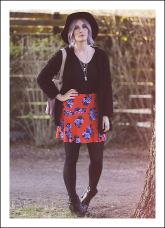 like a riot blogger hat floral skirt cardigan