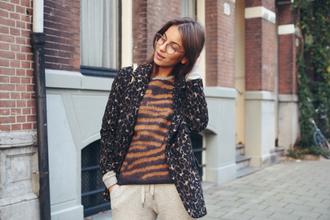 blogger jumper lizzy v d light tiger print grey sweatpants blazer
