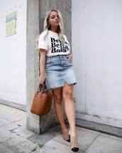 skirt,denim skirt,top,white top,shoes,bag