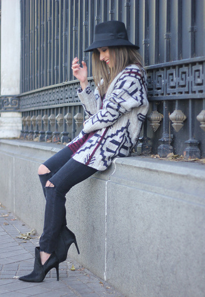 blogger black heels jewels cardigan besugarandspice hat