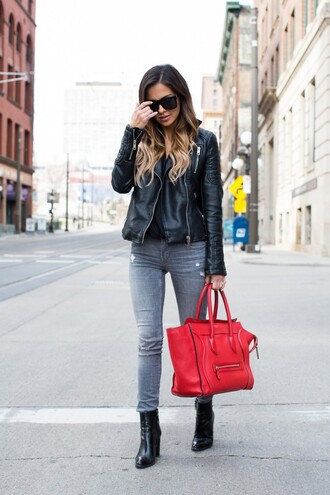 maria vizuete mia mia mine blogger bag sunglasses leather jacket black top grey jeans black boots red bag celine bag