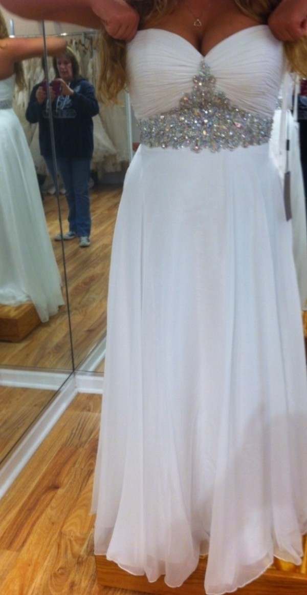 dress white long dress prom homecoming rhinestones dress sweetheart neckline formal dress homecoming dress prom dress long dress white dress white sequins long strapless sparkly dress long prom dress pretty bridesmaid