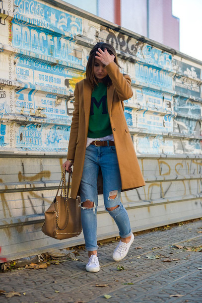 lovely pepa blogger sweater rust ripped jeans white sneakers leather bag coat jeans shoes bag jewels
