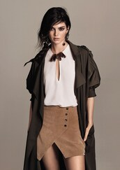 skirt,blouse,coat,trench coat,kendall jenner,model,spring outfits,earrings,jewels,mango