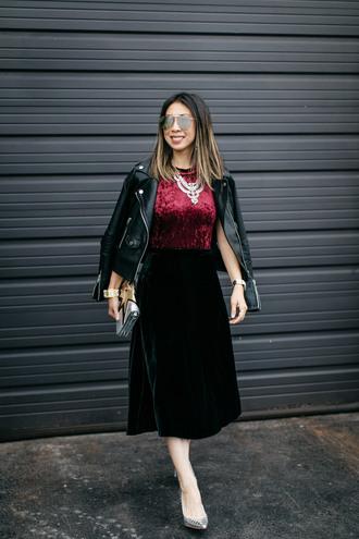 styleofsam blogger jacket skirt jewels shoes black leather jacket velvet top velvet skirt midi skirt green skirt high heel pumps clutch