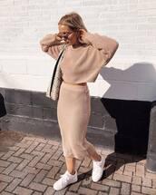 sweater,jumper,cropped jumper,oversized,midi skirt,shoulder bag,snake print,white sneakers,nike sneakers