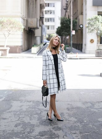 the classy cubicle blogger coat shoes jewels jewelry necklace choker necklace black choker black and white black dress black bag mini bag black heels printed coat