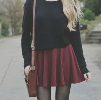 reddish blouse bag burgundy class cool skirt shirt red skirt black shirt burgundy skirt outfit sweater grunge sweet skirt summer skirt high waisted brown bag bourgogne short skirt black longsleeve crop top blonde hair