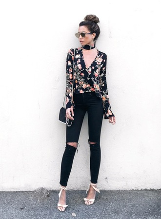 jeans floral shirt white heels blogger sunglasses black ripped jeans