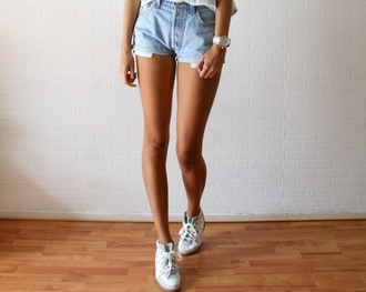 shoes clothes denim shorts watch shorts jeans high waisted shorts light blue wasted front pockets blue tumblr girl outfit summer high waisted denim light denim blue denim white watch tan short bum shorts short shorts girl acid wash legs cool girl style vintage levi's shorts black high waisted vintage blue shorts style hipster sexy hot fashion sneakers blouse