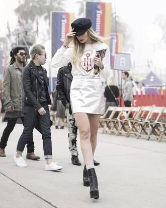 skirt tumblr tommy hilfiger top white top mini skirt metallic metallic skirt black boots boots ankle boots socks hat black hat fisherman cap 00s style
