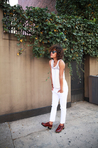 trop rouge blogger white top white pants